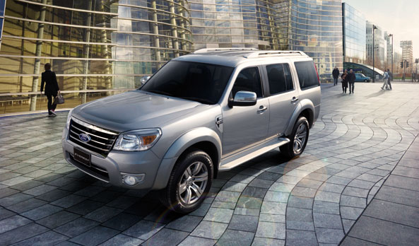ford-everest-limited-4x2-3