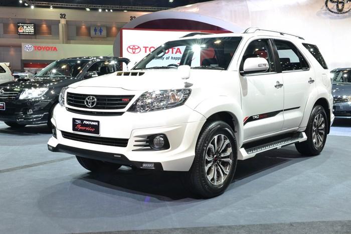 Toyota Fortuner TRD Sportivo có giá bán thấp nhất là 910 triệu