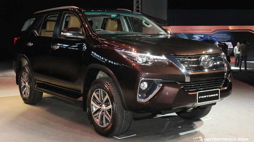 Toyota_Fortuner_2016-1