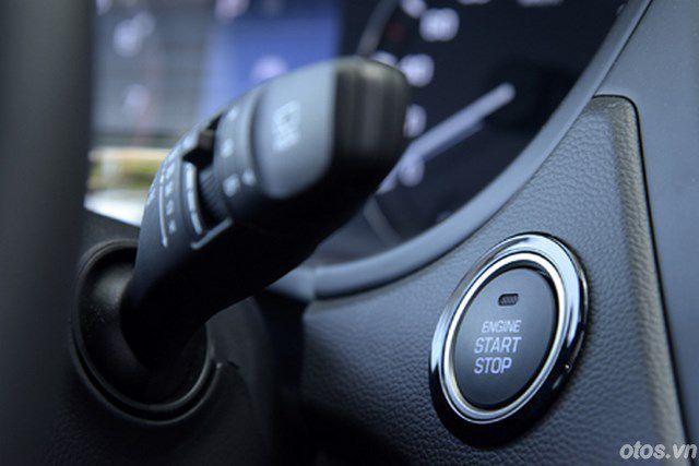 Cầm lái Hyundai i20 Active mới tại Việt Nam