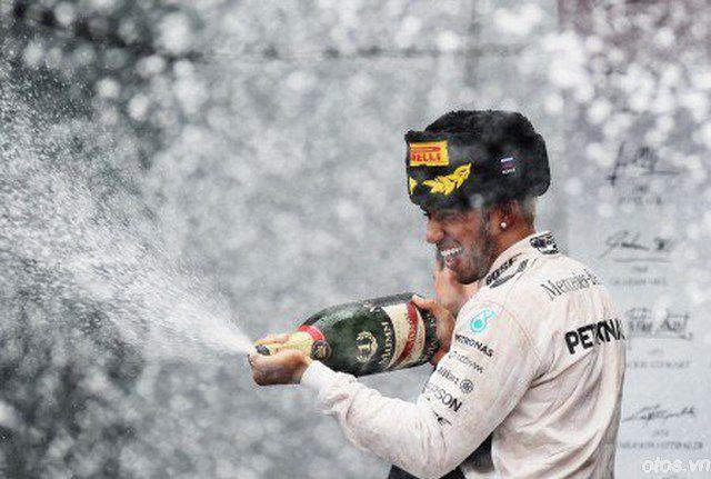 Mùa giải F1 2015: Hamilton chạm tay tới chức vô địch