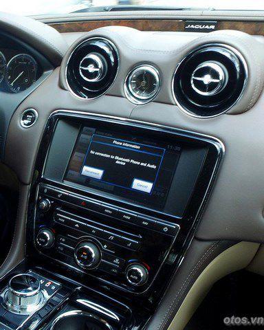 Lái thử Jaguar XJ xe sang tại TP HCM
