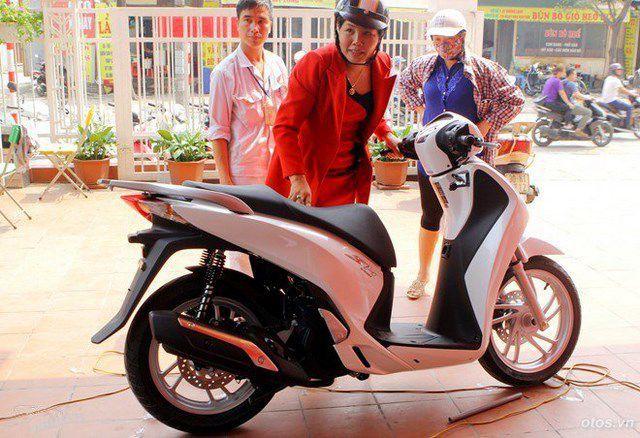 6 mẫu xe máy thổi giá khi về Việt Nam