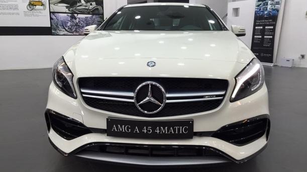 Mercedes-Benz-A45-2016-1